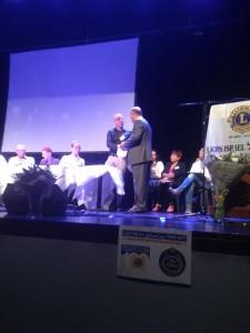 אוריאל לדרברג מקבל את אות ההוכרה מליונס ישראל